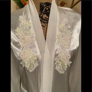 Linea Donatella Intimates & Sleepwear - NWT Linea Donatella Pearl White Robe Sz Small to M